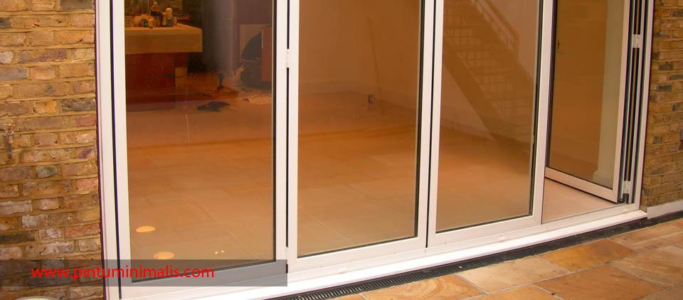 ventilasi pintu minimalis